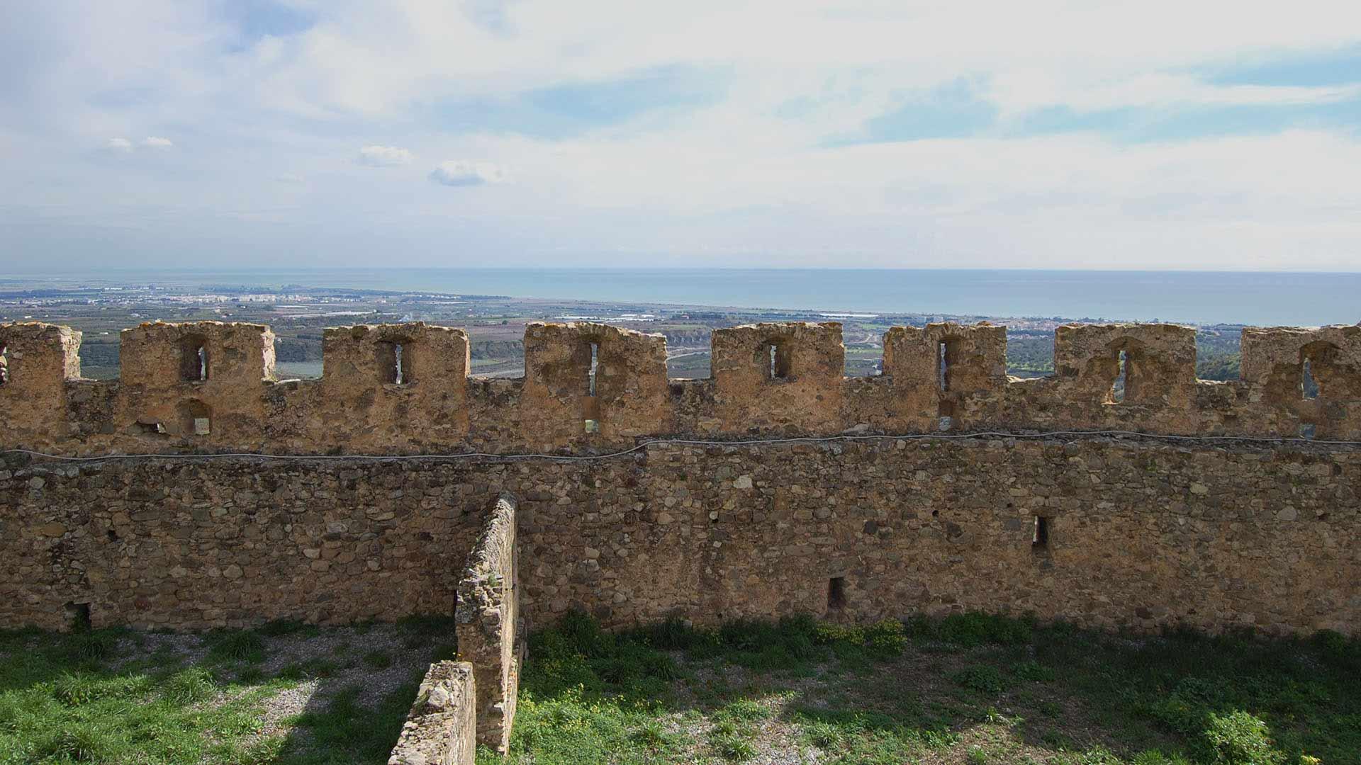 Castello Svevo di Rocca Imperiale - muro di cinta