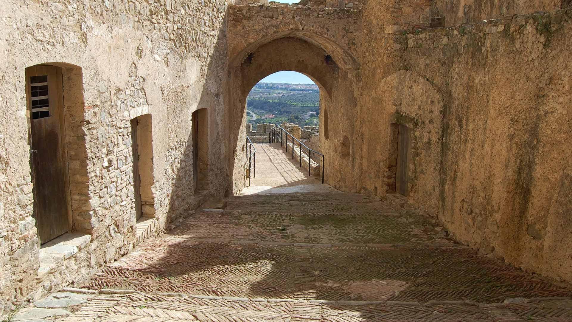 Castello Svevo di Rocca Imperiale - ingresso torre sud-est