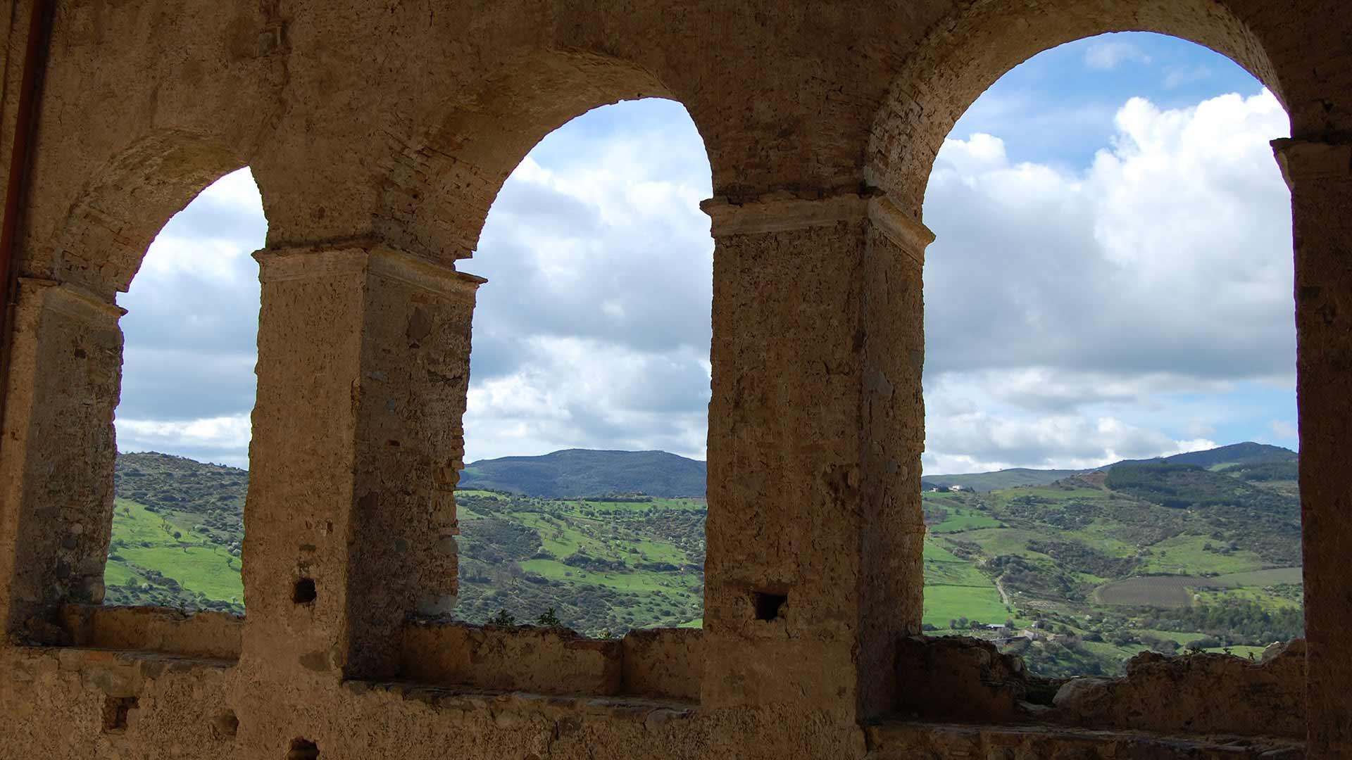 Castello Svevo di Rocca Imperiale - arcate dell'ingresso lato sud-est