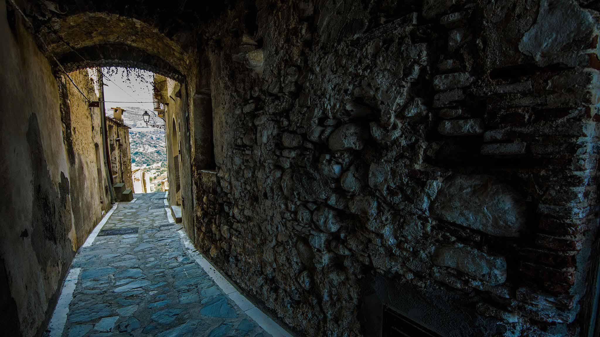 Rocca Imperiale e i suoi vicoli