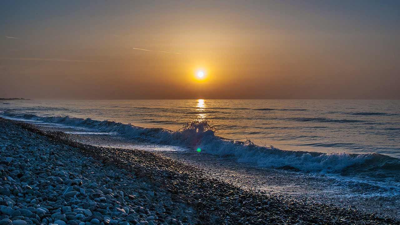 Spiagge di Rocca Imperiale - alba su spiaggia del lungomare