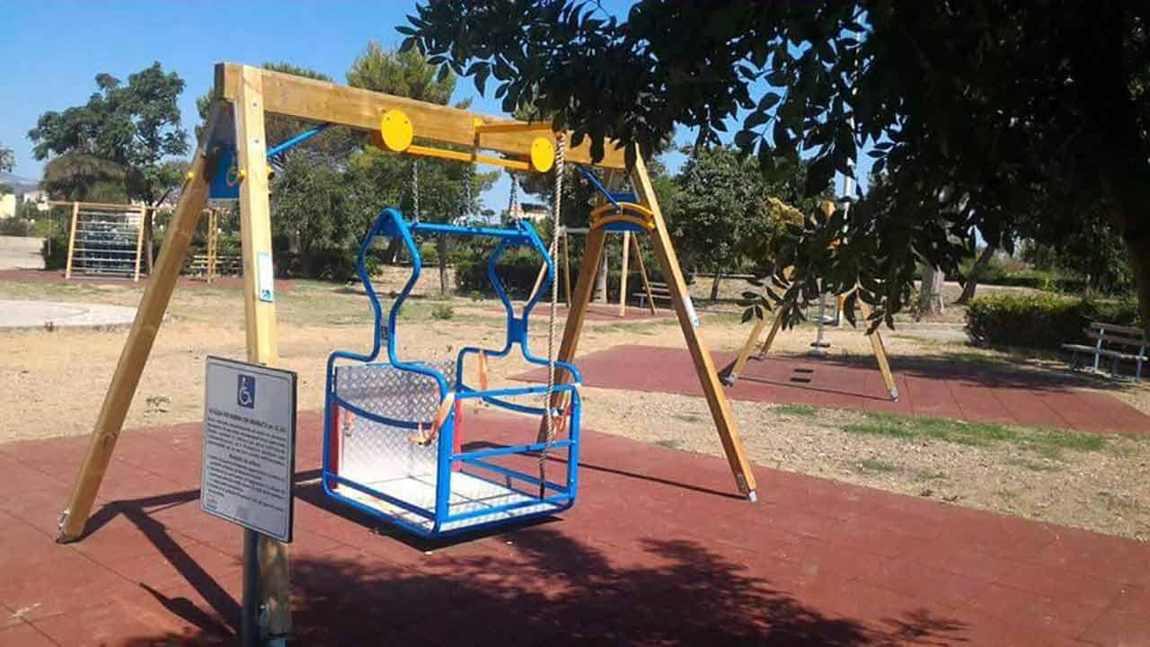Villa comunale di Rocca Imperiale, giochi per bambini 2