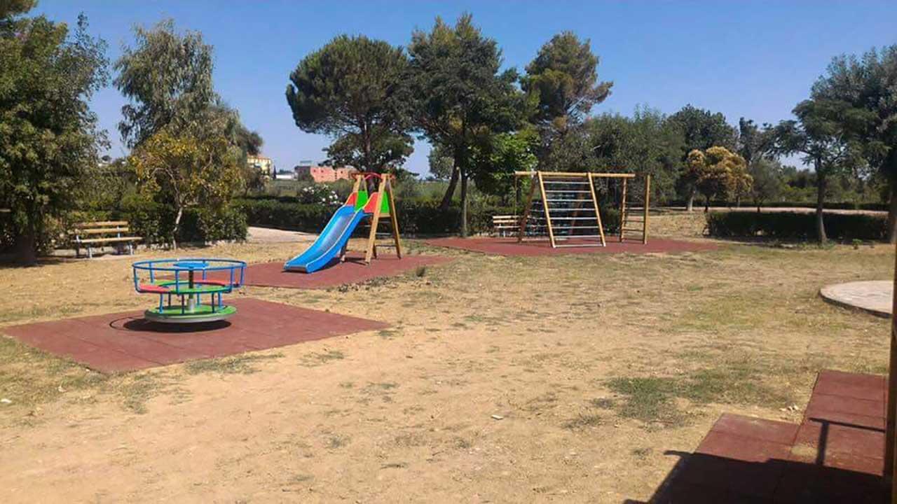 Villa comunale di Rocca Imperiale, giochi per bambini 3